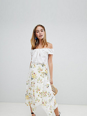 ASOS Petite ASOS DESIGN Petite wrap midi skirt in floral print with lace inserts - Floral print