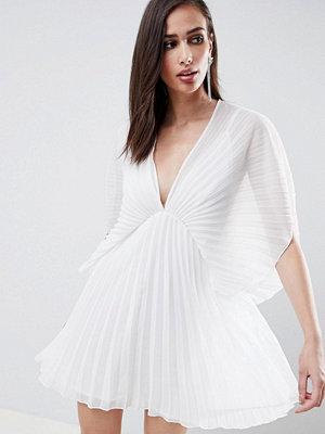 ASOS DESIGN pleated kimono mini dress - Ivory