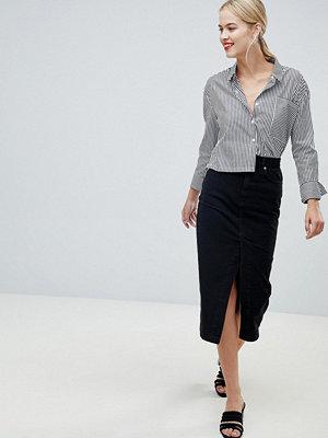 ASOS DESIGN denim midi skirt with split front in washed black - Washed black