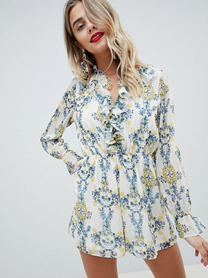 ASOS DESIGN playsuit in crinkle chiffon and floral print - Beige/blue floral
