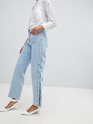 ... River Island Ljusblå jeans med vida ben och tryckknappar Light auth 7eaf6e5a195a0