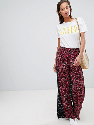 French Connection Blommiga culotte-byxor Mimosa black