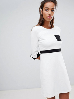 French Connection Stretch Fit and Flare Pocket Dress - White black