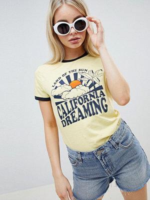 Brave Soul T-shirt med Califonia Dreaming-tryck Banan/mörk marinblått