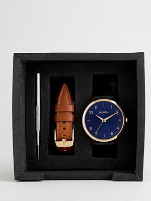 Klockor - Nixon A1230 Arrow Leather Interchangeable Strap Watch Gift Set