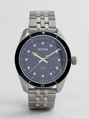 Klockor - Nixon A1237 Bullet 42 Bracelet Watch