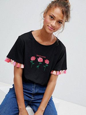 Sugar Dust Kort t-shirt med blommigt broderi och tofskant