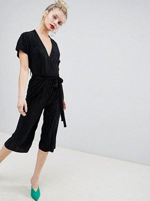 New Look Plisserad jumpsuit med omlott och culotte-byxor
