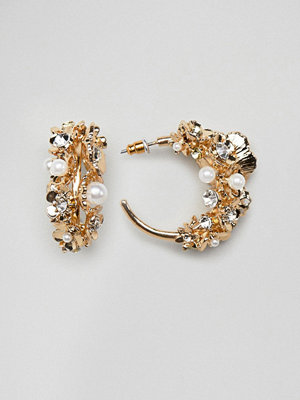 ASOS örhängen DESIGN hoop earrings with floral gardenia design