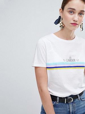 New Look L'Amour Regnbågsfärgad t-shirt i girlfriend-modell