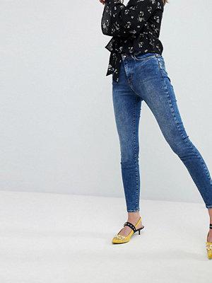 New Look Blå sköljtvättade jeans som lyfter och formar