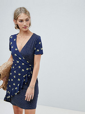 Warehouse wrap dress with ruffle detail in mixed floral and polka print - Multi