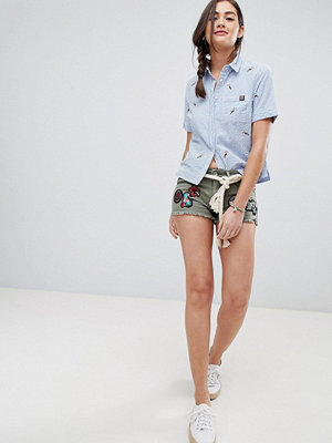 Superdry Broderade jeansshorts Tropical khaki