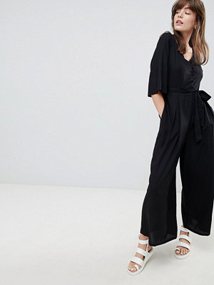 Monki Tie Front Croped Jumpsuit
