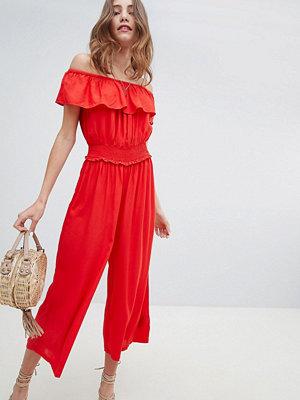 Miss Selfridge Jumpsuit i culotte-modell med smockad midja Röd