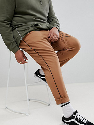 ASOS DESIGN Plus slim cropped trousers in camel with black side piping - Toasted coconut