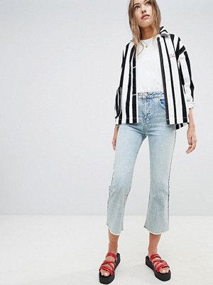 ASOS DESIGN Egerton lätt vintagetvättade utsvängda jeans med pilsömmar Medeltvättat vintage-stuk