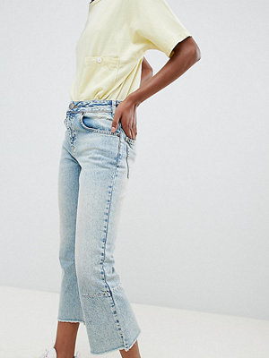 ASOS Petite ASOS DESIGN Petite Egerton rigid cropped flare jeans with darts in light vintage wash - Vintage mid