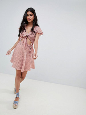 Glamorous Rutig minikjol med knytband i midjan