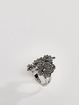 ASOS DESIGN ring with oversized floral detail in silver - Rhodium