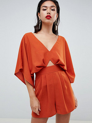 ASOS DESIGN Playsuit With Kimono Sleeve And Cut Out - Rust