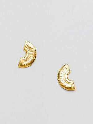 ASOS örhängen DESIGN etched semi circle studs in gold plated sterling silver