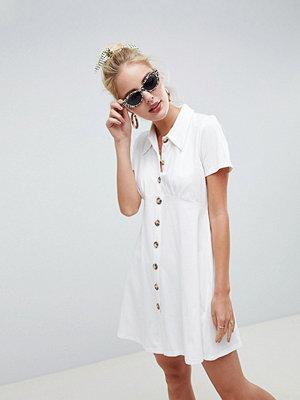 ASOS DESIGN polo shirt dress with tortoiseshell buttons - Ivory