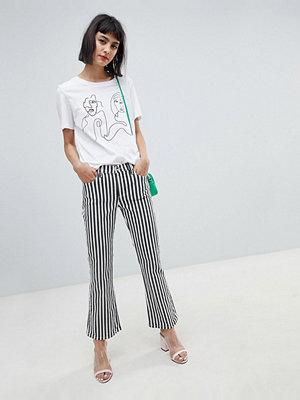 Mango Kickflare jeans med enkel rad i svart och vitt Flerrandig