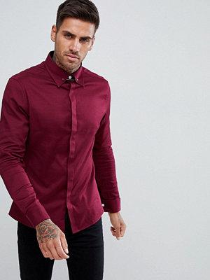 ASOS DESIGN slim twill shirt with collar bar in burgundy - Burgundy