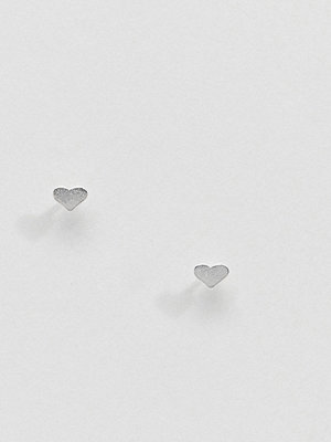 Kingsley Ryan örhängen Sterling Silver Heart Stud Earrings