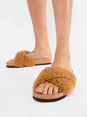 Monki fluffy cross over sliders in Brown faux fur - Brown faux fur