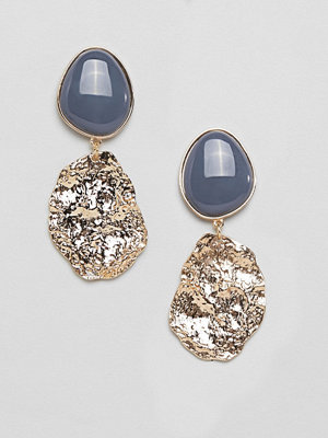 ASOS örhängen DESIGN earrings with resin and textured metal