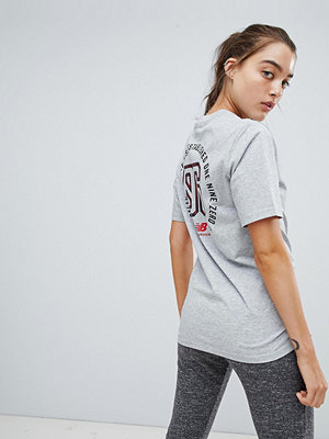 New Balance Grå t-shirt med 86-tryck på ryggen