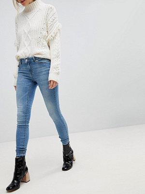 Jdy Ljusblå jeans med smal passform Ljusblå demin