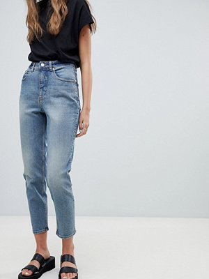 "Cheap Monday Donna Jeans i ""mom jeans""-modell med hög midja"