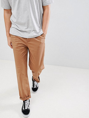 ASOS DESIGN skater chinos in camel - Rubber