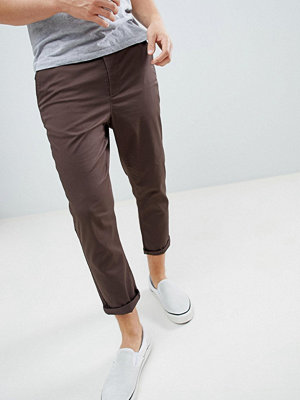 ASOS DESIGN tapered cropped chinos in dark brown - Black olive