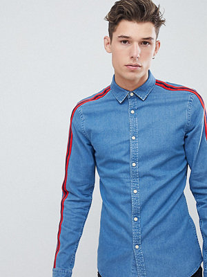ASOS DESIGN Tall skinny fit denim shirt with red tape detail - Mid wash