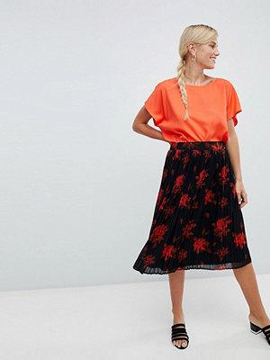Vila Blommig plisserad kjol Svart