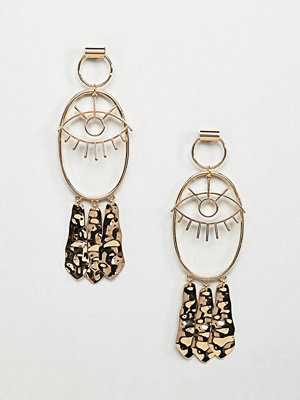 ASOS örhängen DESIGN earrings with eye design and hammered pendants
