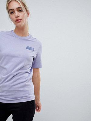 New Balance Lila t-shirt med logo baktill Syrenlila