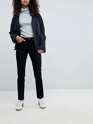 "Weekday Seattle svarta jeans i ""mom jeans""-modell med hög midja i ekologisk bomull"