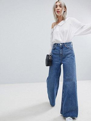 Weekday A-linjeformade jeans med vida ben Peer blue