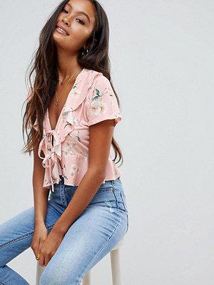 ASOS DESIGN Blommönstrad topp med rosa botten och knytning fram Mjukt rosa
