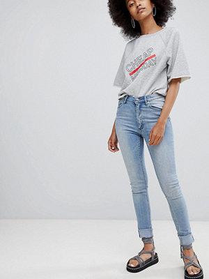 Cheap Monday Second Skin Jeans med halvhög midja och extra smal passform Stentvättat ljusblåa