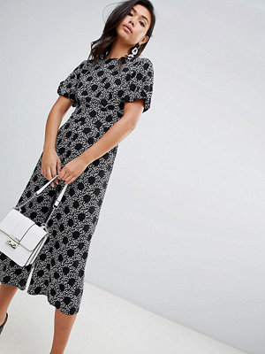 Jumpsuits & playsuits - ASOS DESIGN Blommig och prickig tea-jumpsuit med ballongärm Svart