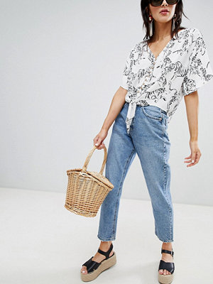 """Stradivarius Jeans i """"mom jeans""""-modell"""