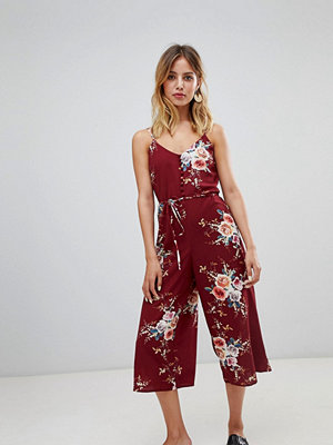 New Look Blommig byxdress i culotte-modell Burgundy floral
