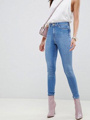 ASOS DESIGN Ridley Blålila smala jeans med hög midja Lavendelblå tvätt
