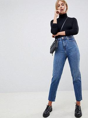 ASOS DESIGN Recycled Ritson Stentvättade blå mom-jeans Blå stentvätt
